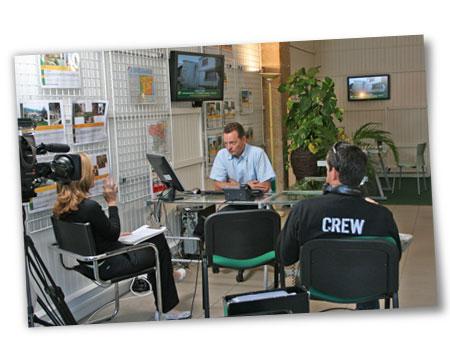L'équipe de tournage dans nos bureaux avec notre manager Jason Leach
