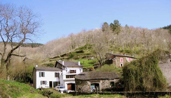Ancien hameau de 4 maisons à 30 km de Carcassonne
